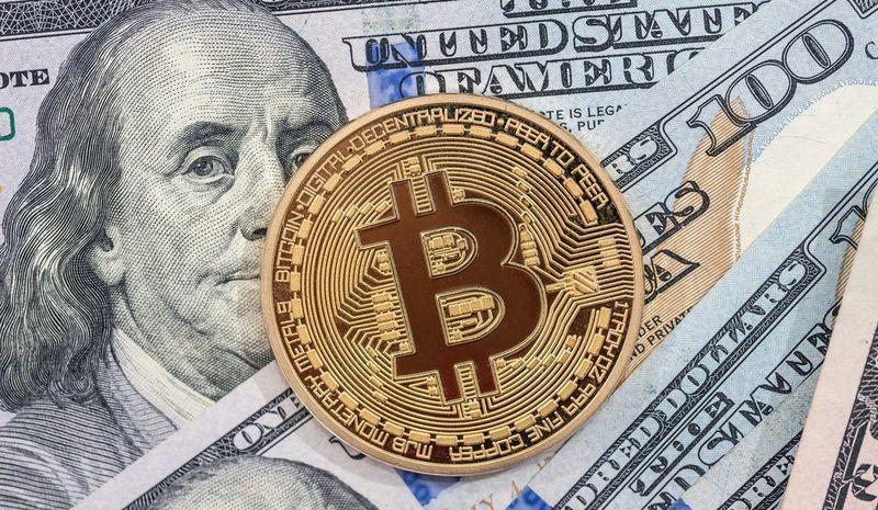 آیا قیمت بیت کوین به 100,000 دلار در سال 2018 خواهد رسید؟