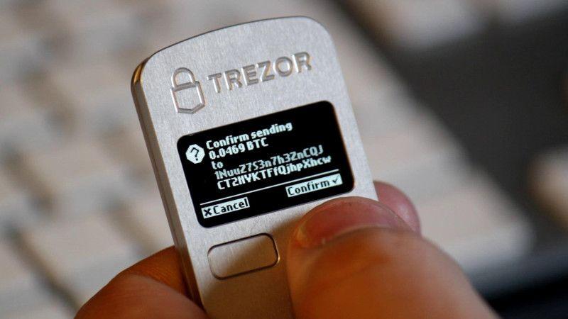دکمه فیزیکی از خطرات مربوط به نفوذ هکر ها جلوگیری می کند.