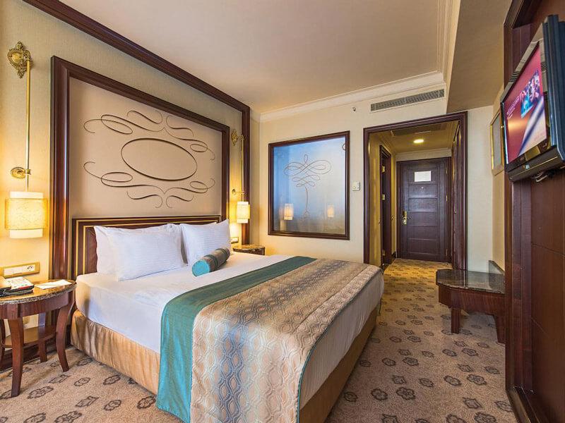 نمایی از یک اتاق هتل الیت گرند